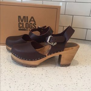 Mia ABBA clogs plum 7 NWB